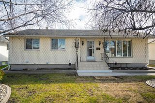 Photo 2: 124 Donegal Bay in Winnipeg: Morse Place Residential for sale (3B)  : MLS®# 202006724