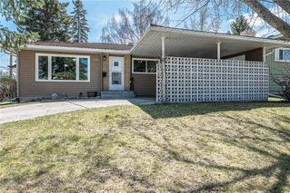 Photo 2: 611 75 Avenue SW in Calgary: Kingsland Detached for sale : MLS®# C4296092