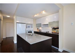 "Photo 3: 402 175 W 2ND Street in North Vancouver: Lower Lonsdale Condo for sale in ""VENTANA"" : MLS®# V933531"