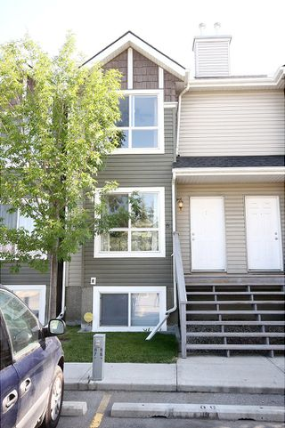 Photo 2: 6 Erin Woods Court SE in Calgary: Erinwoods House for sale : MLS®# C3531056