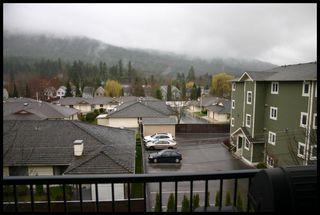 Photo 2: 401 650 Southwest 3 Street in Salmon Arm: Cambridge Court House for sale (Downtown Salmon Arm)  : MLS®# 10096495