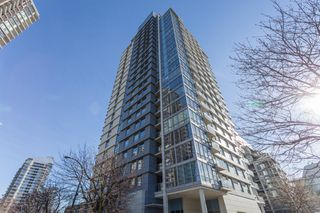 "Photo 1: 503 638 BEACH Crescent in Vancouver: Yaletown Condo for sale in ""Icon"" (Vancouver West)  : MLS®# R2430003"