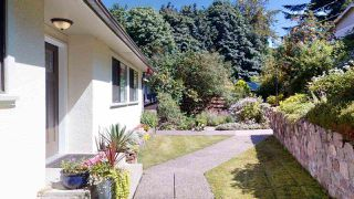 "Photo 3: 38151 CLARKE Drive in Squamish: Hospital Hill House for sale in ""Hospital Hill"" : MLS®# R2478127"