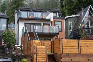Photo 1: 1975 DEEP COVE ROAD in North Vancouver: Deep Cove House for sale : MLS®# R2461062