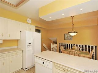 Photo 7: 995 Lucas Ave in VICTORIA: SE Lake Hill Single Family Detached for sale (Saanich East)  : MLS®# 639712