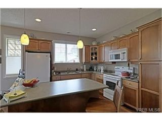 Photo 4: 3919 Wilkinson Rd in VICTORIA: SW Strawberry Vale House for sale (Saanich West)  : MLS®# 468338