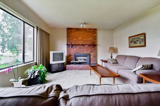 Photo 2: 6943 AUBREY STREET in Burnaby: Sperling-Duthie House 1/2 Duplex for sale (Burnaby North)  : MLS®# R2062369