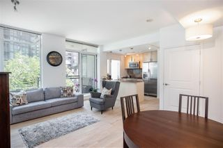 Photo 3: 501 1211 MELVILLE Street in Vancouver: Coal Harbour Condo for sale (Vancouver West)  : MLS®# R2398863
