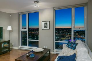 "Photo 5: 2906 455 BEACH Crescent in Vancouver: Yaletown Condo for sale in ""Park West"" (Vancouver West)  : MLS®# R2410734"