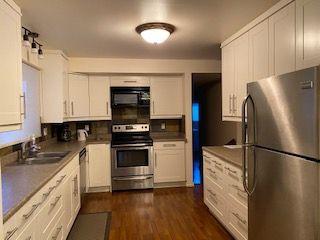 Photo 2: 11036 BEAUMARIS Road in Edmonton: Zone 27 House for sale : MLS®# E4184482