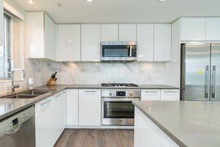 Photo 10: 305 3281 E KENT AVENUE NORTH in Vancouver: South Marine Condo for sale (Vancouver East)  : MLS®# R2435589
