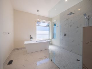 Photo 12: 5990 BARNACLE Street in Sechelt: Sechelt District House for sale (Sunshine Coast)  : MLS®# R2473923