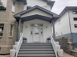 Photo 2: 9651 80 Avenue in Edmonton: Zone 17 House for sale : MLS®# E4224039