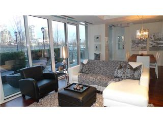 Photo 2: 288 N Beach Crescent in Vancouver: Yaletown Townhouse for sale (Vancouver West)