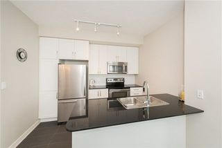 Photo 6: 4070 Confederation Pkwy Unit #3409 in Mississauga: City Centre Condo for sale : MLS®# W4094881