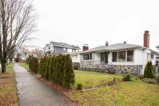 Photo 1: 2535 E 1ST Avenue in Vancouver: Renfrew VE House for sale (Vancouver East)  : MLS®# R2432986