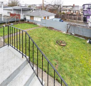 Photo 15: 2535 E 1ST Avenue in Vancouver: Renfrew VE House for sale (Vancouver East)  : MLS®# R2432986