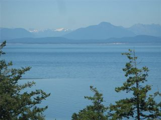 Photo 1: 321 Wireless Rd in : CV Comox (Town of) House for sale (Comox Valley)  : MLS®# 860085