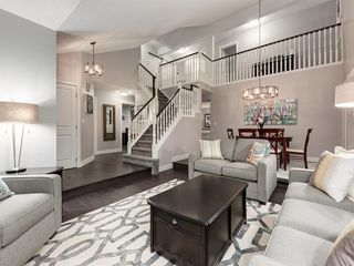 Photo 5: 55 SILVERSTONE Road NW in Calgary: Silver Springs Detached for sale : MLS®# A1058654