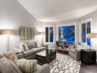 Photo 3: 55 SILVERSTONE Road NW in Calgary: Silver Springs Detached for sale : MLS®# A1058654