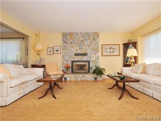 Photo 2: 4401 Robinwood Drive in VICTORIA: SE Gordon Head Single Family Detached for sale (Saanich East)  : MLS®# 339873
