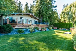 Photo 3: 697 Viel Road in Sorrento: WATERFRONT House for sale : MLS®# 10155772