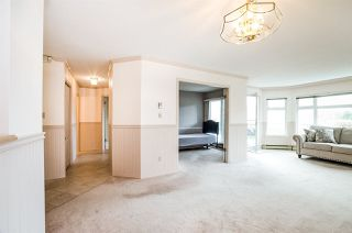 "Photo 8: 204 1220 FIR Street: White Rock Condo for sale in ""Vista Pacifica"" (South Surrey White Rock)  : MLS®# R2447004"