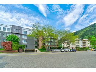 "Photo 9: 201 378 ESPLANADE Avenue: Harrison Hot Springs Condo for sale in ""Laguna Beach"" : MLS®# R2455602"