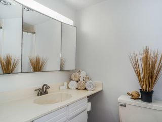 "Photo 15: 302 110 SEVENTH Street in New Westminster: Uptown NW Condo for sale in ""Villa Monterey"" : MLS®# R2493437"