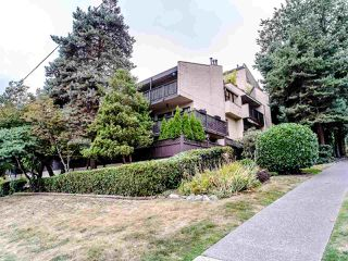 "Photo 2: 302 110 SEVENTH Street in New Westminster: Uptown NW Condo for sale in ""Villa Monterey"" : MLS®# R2493437"