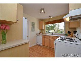 Photo 5: 1456 Edgeware Rd in VICTORIA: Vi Oaklands House for sale (Victoria)  : MLS®# 603241