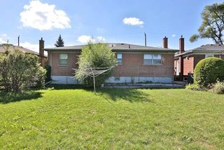 Photo 10: 126 Baycrest Ave in Toronto: Englemount-Lawrence Freehold for sale (Toronto C04)  : MLS®# C3610679