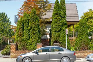 Photo 1: 2 210 Douglas St in VICTORIA: Vi James Bay Row/Townhouse for sale (Victoria)  : MLS®# 831921