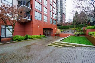 "Photo 2: 1005 813 AGNES Street in New Westminster: Downtown NW Condo for sale in ""NEWS"" : MLS®# R2526591"