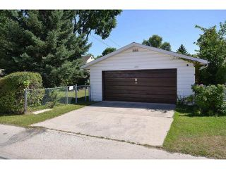 Photo 2: 222 Berry Street in WINNIPEG: St James Residential for sale (West Winnipeg)  : MLS®# 1317615