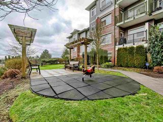 "Photo 18: 301 19530 65 Avenue in Surrey: Clayton Condo for sale in ""WILLOW GRAND"" (Cloverdale)  : MLS®# R2430728"