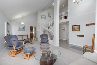 Photo 3: 12576 206 Street in Maple Ridge: Northwest Maple Ridge House for sale : MLS®# R2445501