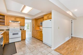 "Photo 13: 942 PARKER Street: White Rock House for sale in ""EAST BEACH"" (South Surrey White Rock)  : MLS®# R2447986"