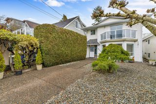 "Photo 3: 942 PARKER Street: White Rock House for sale in ""EAST BEACH"" (South Surrey White Rock)  : MLS®# R2447986"
