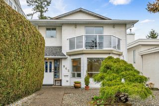 "Photo 2: 942 PARKER Street: White Rock House for sale in ""EAST BEACH"" (South Surrey White Rock)  : MLS®# R2447986"