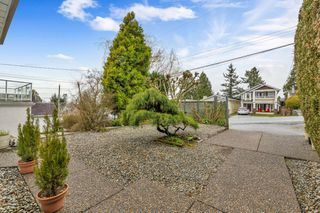 "Photo 4: 942 PARKER Street: White Rock House for sale in ""EAST BEACH"" (South Surrey White Rock)  : MLS®# R2447986"
