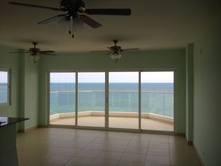 Photo 5: Patricia Italia Farallon 3 bedroom!!  Hurry!