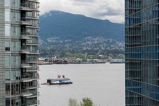 Photo 18: Vancouver West in Coal Harbour: Condo for sale : MLS®# R2083147