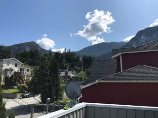 "Photo 8: 38131 HARBOUR VIEW Place in Squamish: Hospital Hill House for sale in ""HOSPITAL HILL"" : MLS®# R2397230"