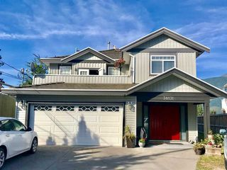 "Photo 1: 38131 HARBOUR VIEW Place in Squamish: Hospital Hill House for sale in ""HOSPITAL HILL"" : MLS®# R2397230"