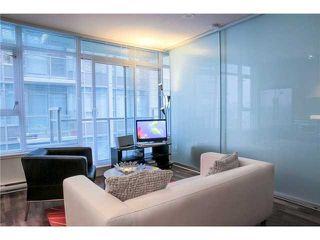 """Photo 3: 711 251 E 7TH Avenue in Vancouver: Mount Pleasant VE Condo for sale in """"District"""" (Vancouver East)  : MLS®# R2418664"""