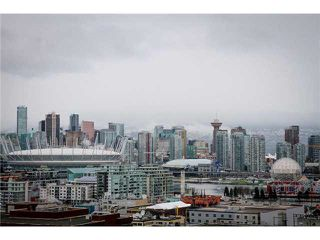 """Photo 10: 711 251 E 7TH Avenue in Vancouver: Mount Pleasant VE Condo for sale in """"District"""" (Vancouver East)  : MLS®# R2418664"""