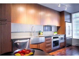 """Photo 4: 711 251 E 7TH Avenue in Vancouver: Mount Pleasant VE Condo for sale in """"District"""" (Vancouver East)  : MLS®# R2418664"""