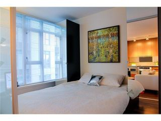 """Photo 6: 711 251 E 7TH Avenue in Vancouver: Mount Pleasant VE Condo for sale in """"District"""" (Vancouver East)  : MLS®# R2418664"""