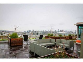 """Photo 8: 711 251 E 7TH Avenue in Vancouver: Mount Pleasant VE Condo for sale in """"District"""" (Vancouver East)  : MLS®# R2418664"""
